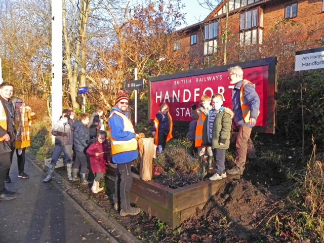 Handforth Grange School helps to prepare a springtime floral display